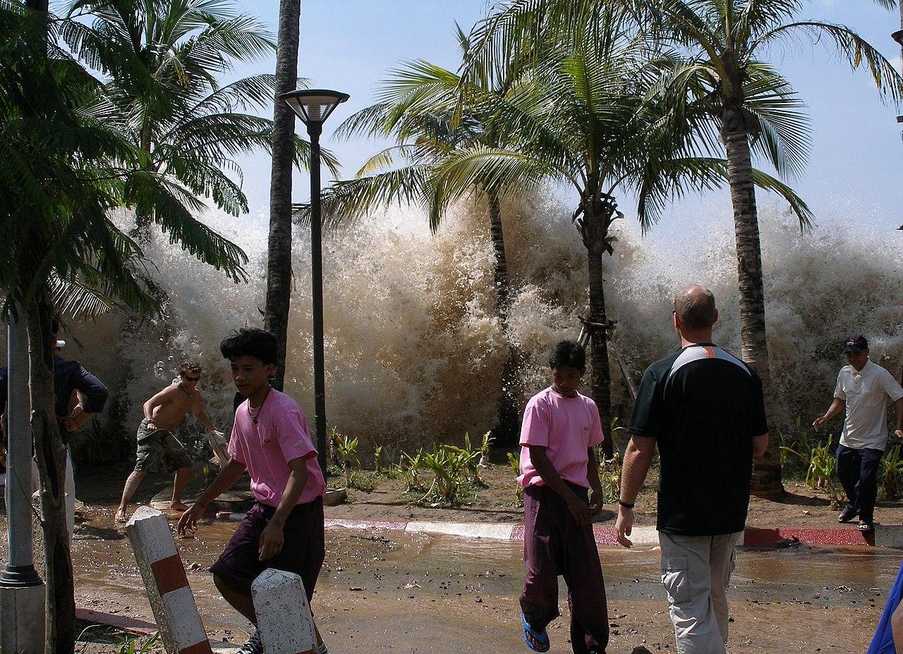 La llegada del tsunami de 2004 en Tailandia