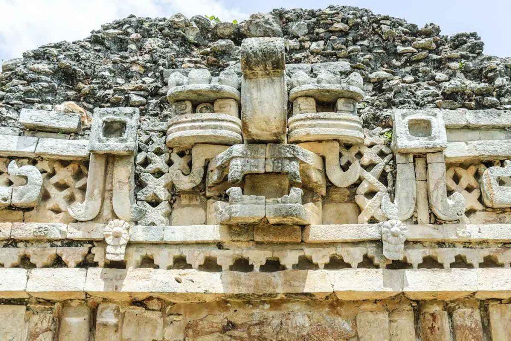 Máscara maya del dios de la lluvia Chaac en un templo de Labná en la región norte de la Península de Yucatán
