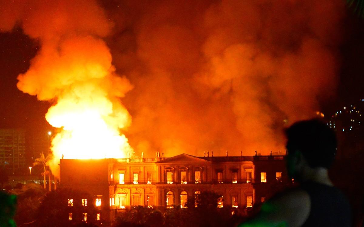 El incendio del Museo Nacional de Brasil y las grandes llamaradas