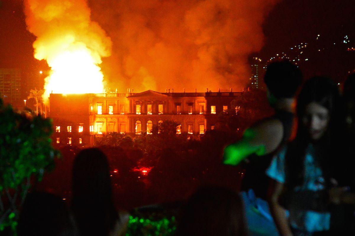 Viendo el incendio del Museo Nacional de Brasil