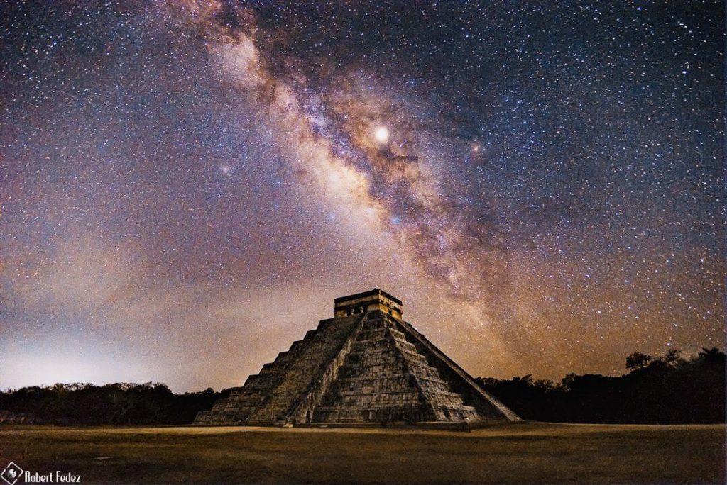 Vía Láctea sobre la pirámide de Kukulkán en Chichén Itzá- Robert Fedez