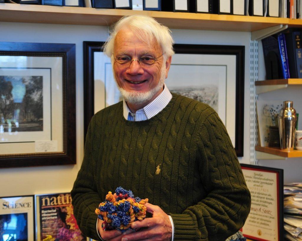 Thomas A. Steitz fue Nobel de Química por desentrañar el tamaño, la forma y la  posición exactos de cada átomo del ribosoma